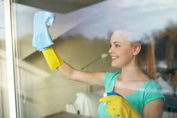 women-clean-window